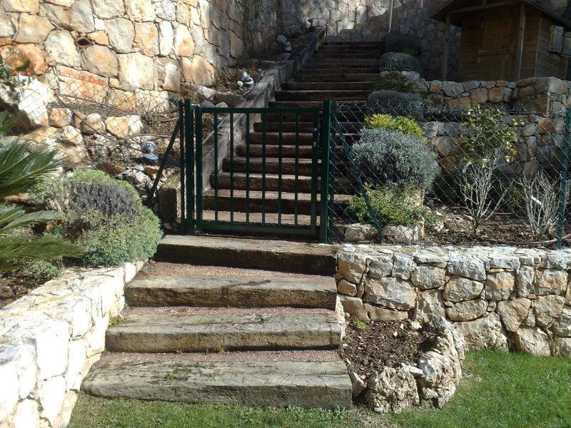 ESCALIERS EN POUTRE DE CHEMIN DE FER : Escaliers de jardin